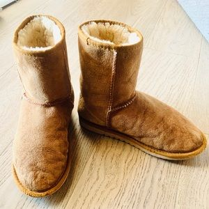 UGG classic short chestnut boots, size 8